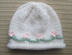 Diy Crafts - -Knitting Pattern 110 White Hat with Pink Flowers for a Girl in Sizes 6 months and years Baby Hat Knitting Pattern, Baby Hat Patterns, Baby Hats Knitting, Knitted Hats, Crochet Patterns, Diy Crafts Knitting, Yarn Crafts, Knitting Projects, Baby Hut