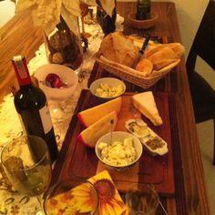 Queijo e vinho em casa