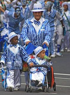 Cape Town's famous Minstrel Carnival which takes place over New Year. Volunteer with Via Volunteers in South Africa and check out the 'Kaapse Klopse' (Cape Minstrels). Population Du Monde, African Holidays, Travel Local, Cape Town South Africa, Out Of Africa, Most Beautiful Cities, My Heritage, Bucket Lists, Volunteers