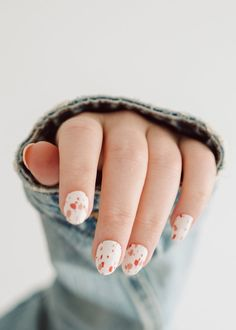 An easy DIY peel n stick at home manicure that takes less than 15 minutes with salon level results. Non toxic and easy to use, and can last up to 7-10+ days with proper care!- High quality premium gel nail strips.- Trendy, unique designs- Non-toxic and cruelty-free.- No UV light require - just peel, stick and file.- 20 strips for one manicure (extra's for backup), with mini nail file included.- Includes detailed instructions for useQUICK TIPS:1. Ensure nails are clean, dry and free of oils… Manicure At Home, Diy Manicure, Manicures, Gel Nails, Nail Place, Nail Polish Stickers, Easy Peel, Dream Nails, Dry Hands