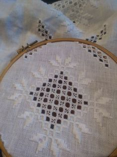 Hardanger Embroidery, Hobby, Quilting, Couture, Crochet, Maze, Straight Stitch, Bullion Embroidery, Embroidery Stitches
