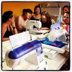 Demonstração de máquinas de costura Brother, aqui na Finisterre Urupês!