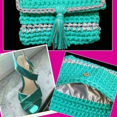 Visita la página de Facebook  Las Tentaciones de. Hace unos días nos encargaron un bolso de vestir para combinar con unas sandalias verde y plata,  y éste es el resultado.         Bolso de mano color verde con hilo de plata y forro a juego. Precio: 25 €.                             Esperamos que os guste