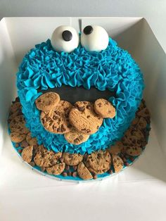 "I love this cake! Cookie Monster was one of my favorite characters on Sesame Street! ""C is for cookie…"" This would be a great cake for a Sesame Street themed party. Cookie Monster Cakes, Monster Smash Cakes, Monster Birthday Cakes, First Birthday Cakes, 2nd Birthday, Birthday Ideas, Cookies Et Biscuits, Cake Cookies, Cupcake Cakes"