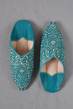 Ladies Moroccan leather slippers: teal from Decorator's Notebook