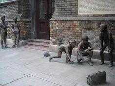 Meglepő, mik a turisták kedvenc helyei Budapesten Street Art, Hungary Travel, Graffiti, Land Art, Public Art, Installation Art, Wonderful Places, Romania, Places To Travel