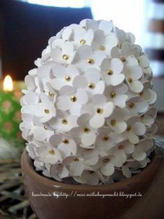 Styropor Ei mit Itty Bitty Blüten dekoriert - Teil 2