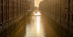 Architekturfoto des Fotostudios Farbtonwerk der Speicherstadt in Hamburg bei Sonnenuntergang