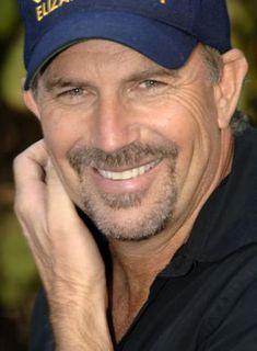Kevin Costner so handsome! Kevin Costner, Bruce Willis, Luke Grimes, Dances With Wolves, Raining Men, Por Tv, Handsome Actors, Good Looking Men, Famous Faces