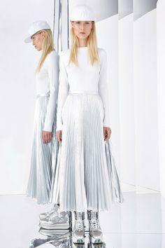 Chic Trends: A volta do plissado e das pregas! #tendencia #trends #moda #desfile #plissado #prega #resort2015 #DKNY