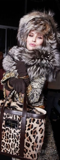 This women is wearing fur Leopard Fashion, Animal Print Fashion, Fur Fashion, Fashion Prints, Winter Fashion, Womens Fashion, Animal Prints, Safari Fashion, Glamour