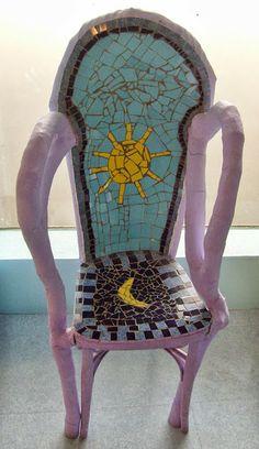 Séverine Peugniez, ateliers d'arts plastiques: Création d'un trône en mosaïque par les enfants du...