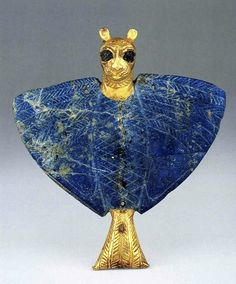 "Pendant, eagle with lion's head, gold, lapis lazuli, copper, 12.8 cm high, 11.9 cm wide, excavated at the Palace of Mari, ""Treasure of Ur,"" Early Dynastic Period IIIb, ca. 2500 B.C., National Museum of Syria, Damascus."