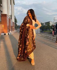 Punjabi Fashion, Indian Fashion Dresses, Indian Outfits, Indian Clothes, Punjabi Suits Designer Boutique, Indian Designer Suits, Stylish Dress Designs, Stylish Dresses, Patiala Suit Designs