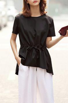 Drawstring blouse, very versatile too! Dezzal