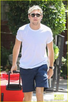niall horan luggage sunset marquis 01