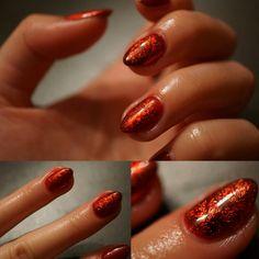 Hybrid nails with transfer foil.  #nails #transferfoil #rednails #semilac #fall #autumn #fallnails #autumnnails #design #nailart #copper #coppernails