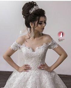 Wedding Hair Styles and Bridal Hair Models Hairdo Wedding, Wedding Hair Down, Wedding Hair And Makeup, Wedding Bride, Bridal Hair, Wedding Gowns, Wedding Engagement, Wedding Jewelry For Bride, Bridal Makeup