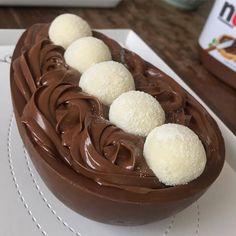 Ovo de Páscoa de Colher- Fature ALTO vendendo deliciosos Ovos de Páscoa Gourmet, baixo investimento e ALTA Lucratividade. Oportunidade de RENDA EXTRA e começar o seu Negócio. ----> CLIQUE NO LINK DO SITE E DESCUBRA TUDO <---- #ovodepascoa #ovosdepascoa #ovodecolher #pascoa #pascoa2019 #ovoartesanal #ovogourmet #chocolate #páscoa #rendaextra #sobremesa Fun Baking Recipes, Snack Recipes, Dessert Recipes, Yummy Treats, Yummy Food, Delicious Desserts, Junk Food Snacks, Easter Chocolate, Chocolate Nutella