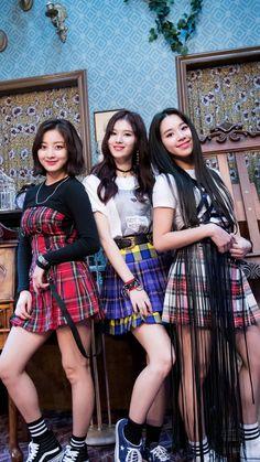 Jihyo,Sana & Nayeon (Twice) Nayeon, Kpop Girl Groups, Korean Girl Groups, Kpop Girls, Twice Group, Twice Album, Sana Minatozaki, Jihyo Twice, Chaeyoung Twice
