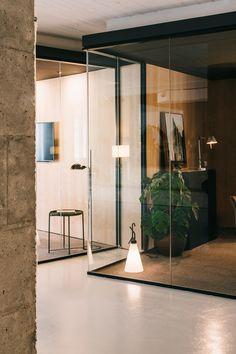 mesura-architecture-cloudworking-barcelona-interiorism-glass-corner-chair-24