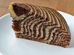 Lorraine Pascale's crouching tiger, hidden zebra cake - Culy.nl