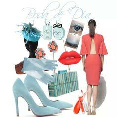 Invitada con vestido color coral, complementos en azul turquesa