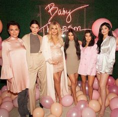 Momager Chris Jenner with her daughters Kendall Jenner, Khloé, Kim, Kourtney Kardashian & youngest Kylie Jenner