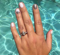White and gunmetal nails - Natural Makeup Paso A Paso Fancy Nails, Trendy Nails, Cute Nail Art, Cute Nails, Gelish Nails, Shellac, Opi, Bright Nails, Oval Nails