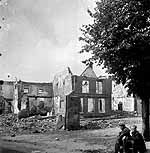 Rhenen. The town North of the Rhine were Montgomery had 10.000 paratroopers dropped to conquer the bridge in Arnhem from the North. He ignored warnings of the Dutch resistance that the germans had a strong Panzer division ready to fight them. Of the 10.000 only 2.000 made it back South across the Rhine after having lost the battle.