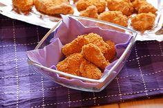 Nuggetsy z chrupiącą panierką : Składniki: 3 piersi z kurczaka 200 g jogurtu naturalnego greckiego 1 łyżeczka mielonej słodkiej papryki 1/2 łyżeczka curry sól i pieprz Panierka: 150 g pła. Przepis na Nuggetsy z chrupiącą panierką Carmel Hair, Food And Drink, Curry, Ethnic Recipes, Impreza, Europe, Thermomix, Curries