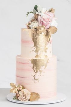 Pink Wedding Cake with Gold Details and Flowers Wedding C .- Rosa Hochzeitstorte mit Golddetails und -blumen Wedding Cake Pink wedding cake with gold details and flowers Wedding Cake - Blush Wedding Cakes, Wedding Cake Roses, Unique Wedding Cakes, Wedding Cakes With Flowers, Beautiful Wedding Cakes, Wedding Cake Designs, Wedding Themes, Beautiful Cakes, Unique Weddings
