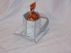 Tasse mit Untertasse aus Papier