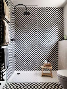 기하학적패턴이 돋보이는 욕실인테리어 patterns,patterns,patterns 여기저기 일정한 패턴으로 꾸며진 욕실... #BathroomToilets