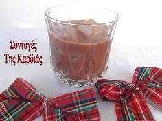 Το λικεράκι αυτό έκλεψε καρδιές το βράδυ της Πρωτοχρονιάς όταν το σέρβιρα στους φίλους μας!  Ολοι μου ζητούσαν την συνταγή και έμεναν πραγ... Limoncello, Some Recipe, Coffee Drinks, Nutella, Glass Of Milk, Cravings, Food To Make, Deserts, Yummy Food