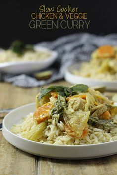 Slow Cooker Chicken & Veggie Green Curry - an easy and healthy slow cooker recipe for Fall! With the thai flavours of curry and veggie and protein packed to keep you feel for hours. Healthy Slow Cooker, Crock Pot Slow Cooker, Crock Pot Cooking, Slow Cooker Chicken, Slow Cooker Recipes, Cooking Recipes, Crockpot Recipes, Cooking Ideas, Easy Healthy Dinners