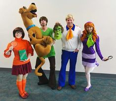 5 Best Cosplayers From San Diego Comic Con 2018 Family Costumes For 4, Matching Family Halloween Costumes, Couples Halloween, Halloween Outfits, Best Group Costumes, Scooby Doo Halloween Costumes, Cute Costumes, Zombie Costumes, Fred Scooby Doo Costume