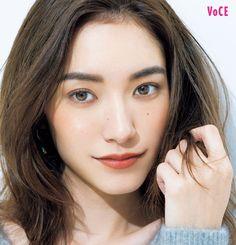 色をうまく使えば、ポイントメイクだけでも余白埋めは実現できます! 同系色のグラデの余白埋めテクをチェック‼ Cute Beauty, Asian Girl, Makeup Looks, Make Up, Lady, Inspiration, Beautiful, Women, Products