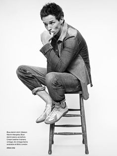 https://twitter.com/EddieRedmayne_P/status/540521251316305923 Fashion Photography Inspiration, Photography Poses For Men, Men Fashion Photography, Photo Poses, Photo Shoot, Studio Poses, Studio Portraits, Studio Shoot, Portrait Poses