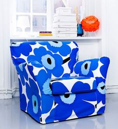 The other day, my best friend mentioned that her old Ikea Ektorp sofa, which is well-used by her two Ikea Sofas, Ikea Furniture, Home Decor Furniture, Custom Furniture, Ektorp Sofa, Couch, Colorful Chairs, Cool Chairs, 1950s