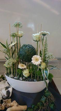 Flowers Rustic Flower Arrangements, Rustic Flowers, Flower Centerpieces, Deco Floral, Floral Design, Easter Flowers, Church Flowers, Landscaping Plants, Floral Bouquets