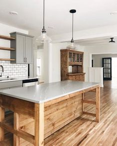 10 Tips on How to Build the Ultimate Farmhouse Kitchen Design Ideas Farmhouse kitchen decor Kitchen Redo, Kitchen Remodel, Kitchen Ideas, Kitchen Designs, Kitchen Dinning, Family Kitchen, Kitchen Renovations, Family Room, Dining Table