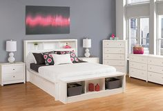 Locate this Prepac Calla White Storage Bench at narrow hallways, entryways or bedrooms. Comes with a durable pure white laminate finish. Cama King, Cama Queen, White Chest Of Drawers, White Chests, White Storage Bench, White Headboard, Queen Headboard, Bedroom Furniture Stores, Online Furniture