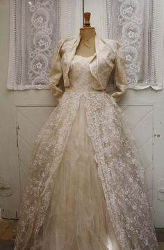 Vintage French wedding dress <3