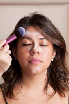 CONTOURING Instead of taking off all her makeup, Wood powdered the areas of Sarah's face that were overly dewy.