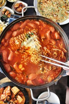 Budae-jjigae, spicy sausage stew + ramen and cheese K Food, Love Food, Food Porn, South Korean Food, Korean Street Food, Spicy Recipes, Asian Recipes, Cooking Recipes, Beef Recipes