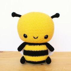 abeja amigurumi patron gratis grande Crochet Bee, Crochet Hooks, Amigurumi Patterns, Crochet Patterns, Crochet Ideas, Honey Images, Bee Toys, Sewing Basics, Yarn Needle