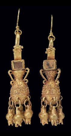 A PAIR OF PARTHIAN GOLD AND GLASS EARRINGS   CIRCA 2ND CENTURY A.D.