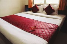 Get the best hotel deals & discounts in the USA when booking OYO Hotels near your location. Guaranteed best price, quality hotel rooms with premium amenities. Hotel King, Beginner Knitting Patterns, Indore, Best Budget, Bed, Room, Budget Hotels, Furniture, Apartments