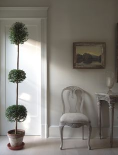 - I want a topiary; just as an excuse to say topiary on a regular basis. Swedish Style, Swedish House, Scandinavian Style, Swedish Decor, Swedish Design, Interior Exterior, Interior Design, Greige, Swedish Interiors
